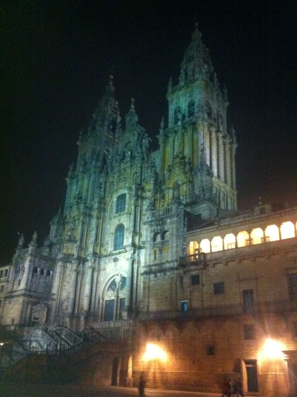 La cathédrale de Saint Jacques de Compostelle, la nuit.